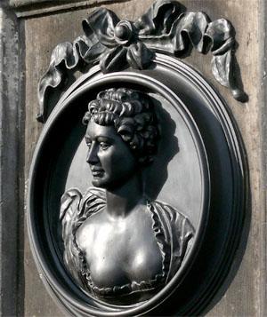 Caroline Neuber (die Neuberin) - Mutter des deutschen Schauspiels - lebte in Laubegast. Ihr zu Ehren steht ein Denkmal am Laubegaster Ufer